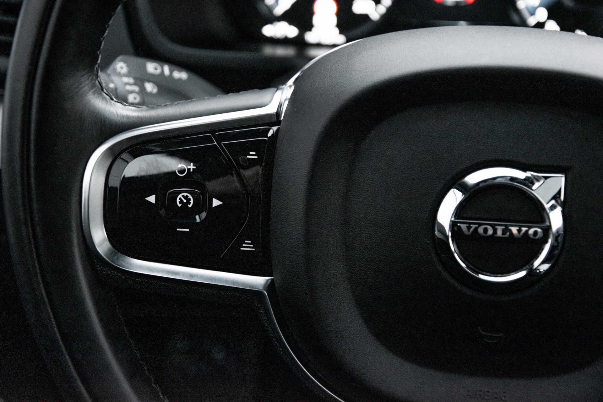 "Volvo XC90 2.0 T6 AWD R-Design Panorama/Keyless/B&W/ACC/Standkachel/22"" Aut8 Foto 10"