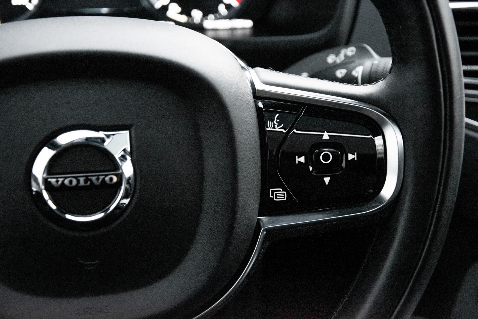 "Volvo XC90 2.0 T6 AWD R-Design Panorama/Keyless/B&W/ACC/Standkachel/22"" Aut8 Foto 13"