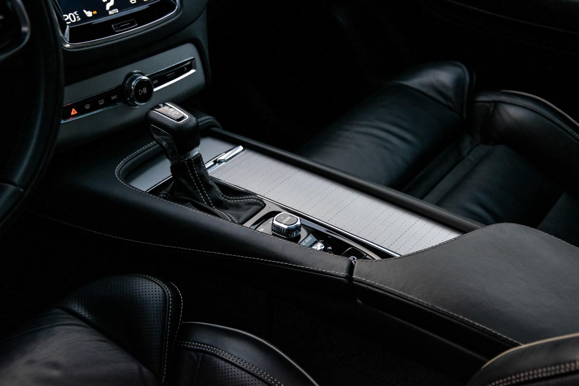 "Volvo XC90 2.0 T6 AWD R-Design Panorama/Keyless/B&W/ACC/Standkachel/22"" Aut8 Foto 24"