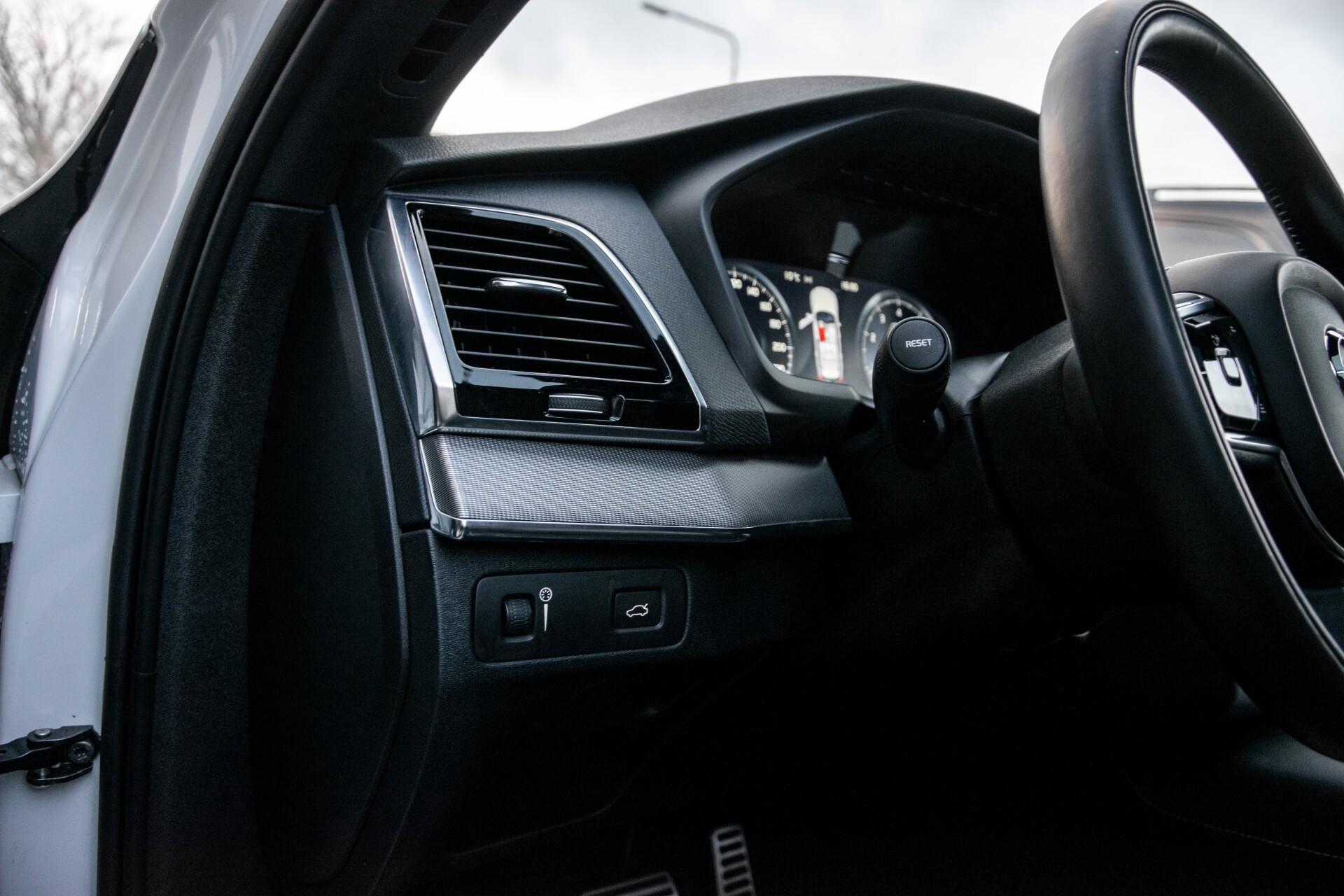 "Volvo XC90 2.0 T6 AWD R-Design Panorama/Keyless/B&W/ACC/Standkachel/22"" Aut8 Foto 26"