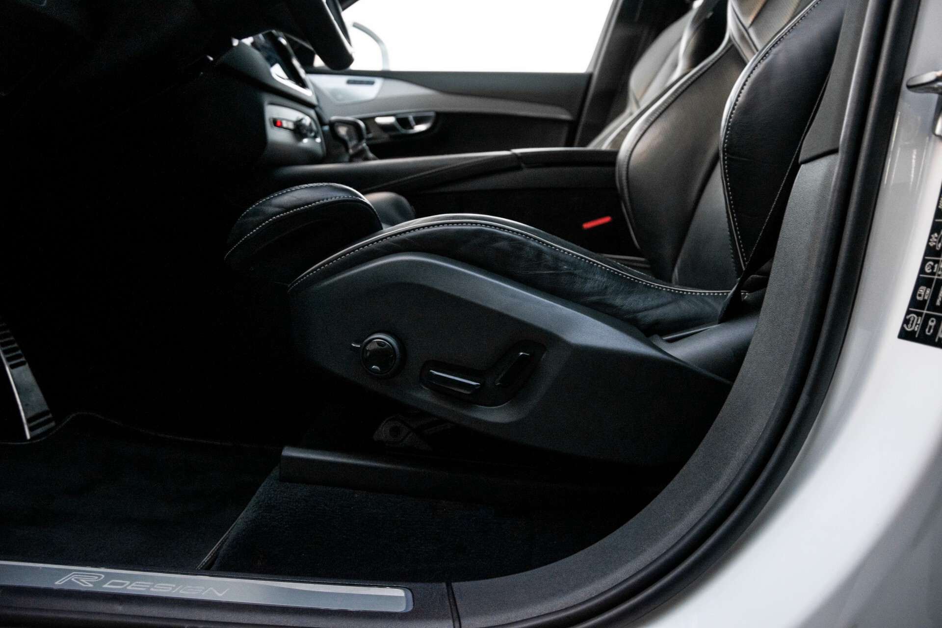 "Volvo XC90 2.0 T6 AWD R-Design Panorama/Keyless/B&W/ACC/Standkachel/22"" Aut8 Foto 27"