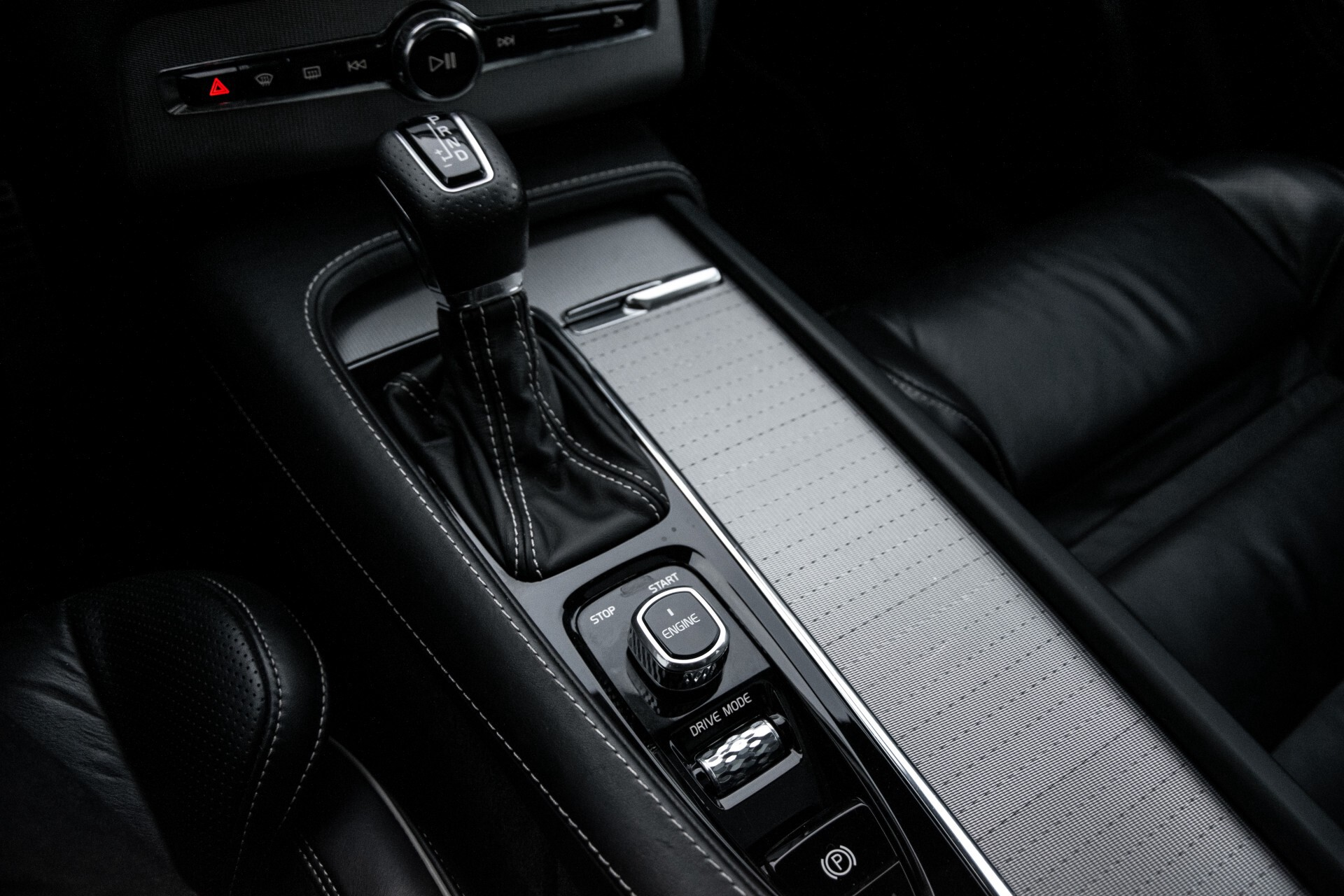 "Volvo XC90 2.0 T6 AWD R-Design Panorama/Keyless/B&W/ACC/Standkachel/22"" Aut8 Foto 31"