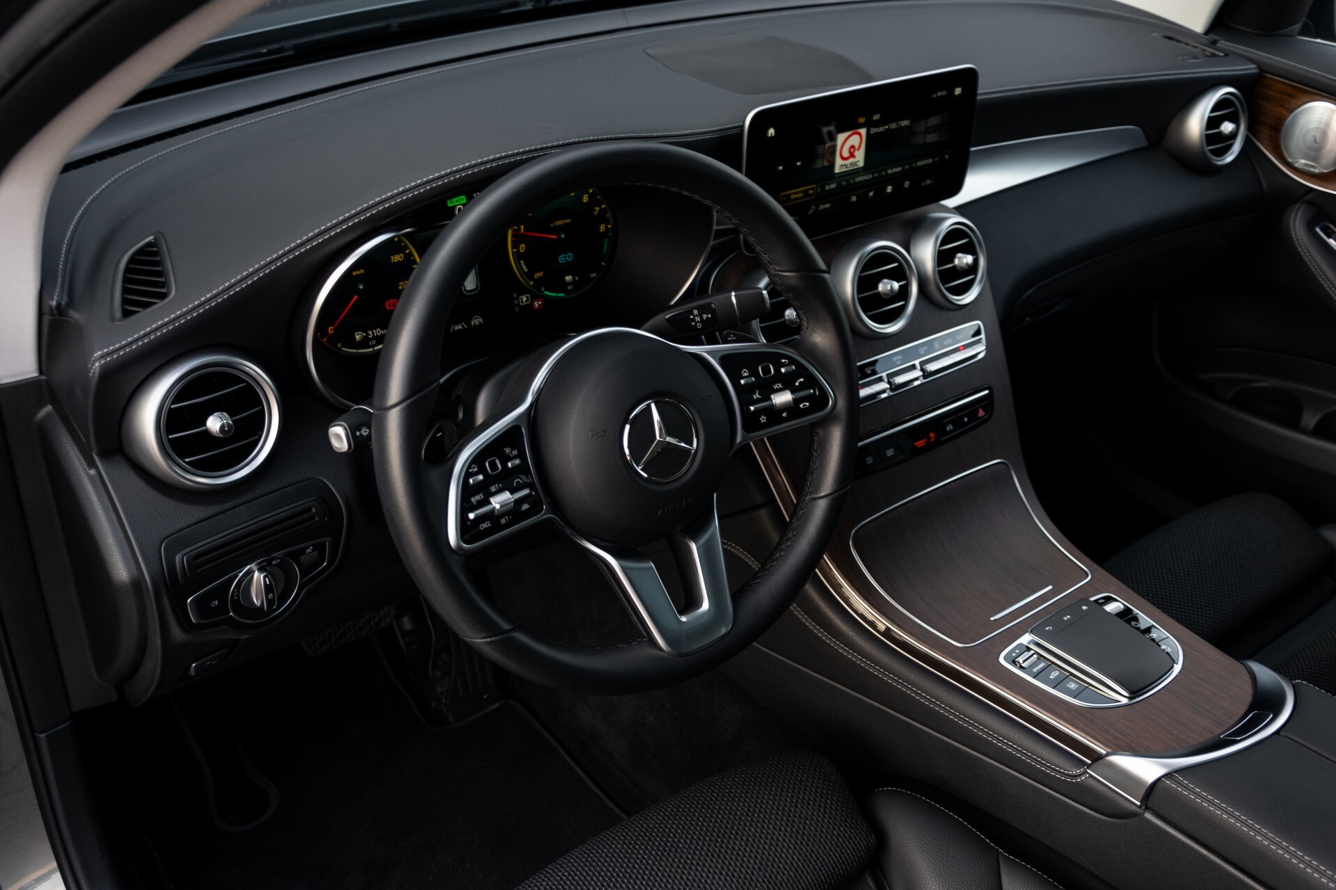 Mercedes-Benz GLC 300e 4-M Luchtvering/Panorama/Multicontourstoelen/Rij-assistentie/Standkachel Aut9 Foto 17