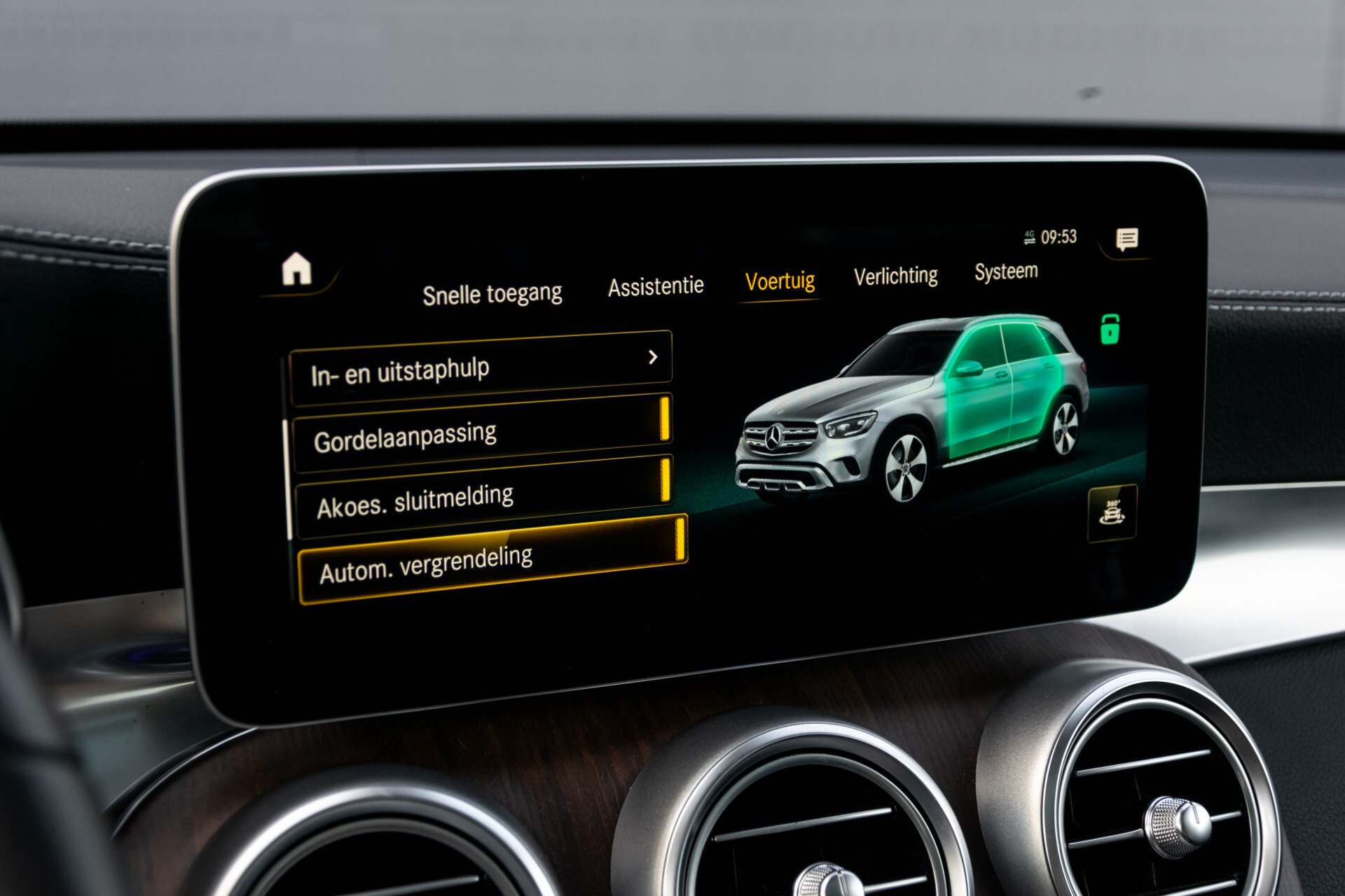 Mercedes-Benz GLC 300e 4-M Luchtvering/Panorama/Multicontourstoelen/Rij-assistentie/Standkachel Aut9 Foto 40