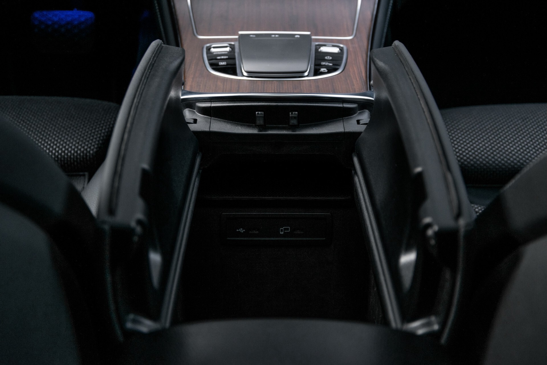 Mercedes-Benz GLC 300e 4-M Luchtvering/Panorama/Multicontourstoelen/Rij-assistentie/Standkachel Aut9 Foto 54