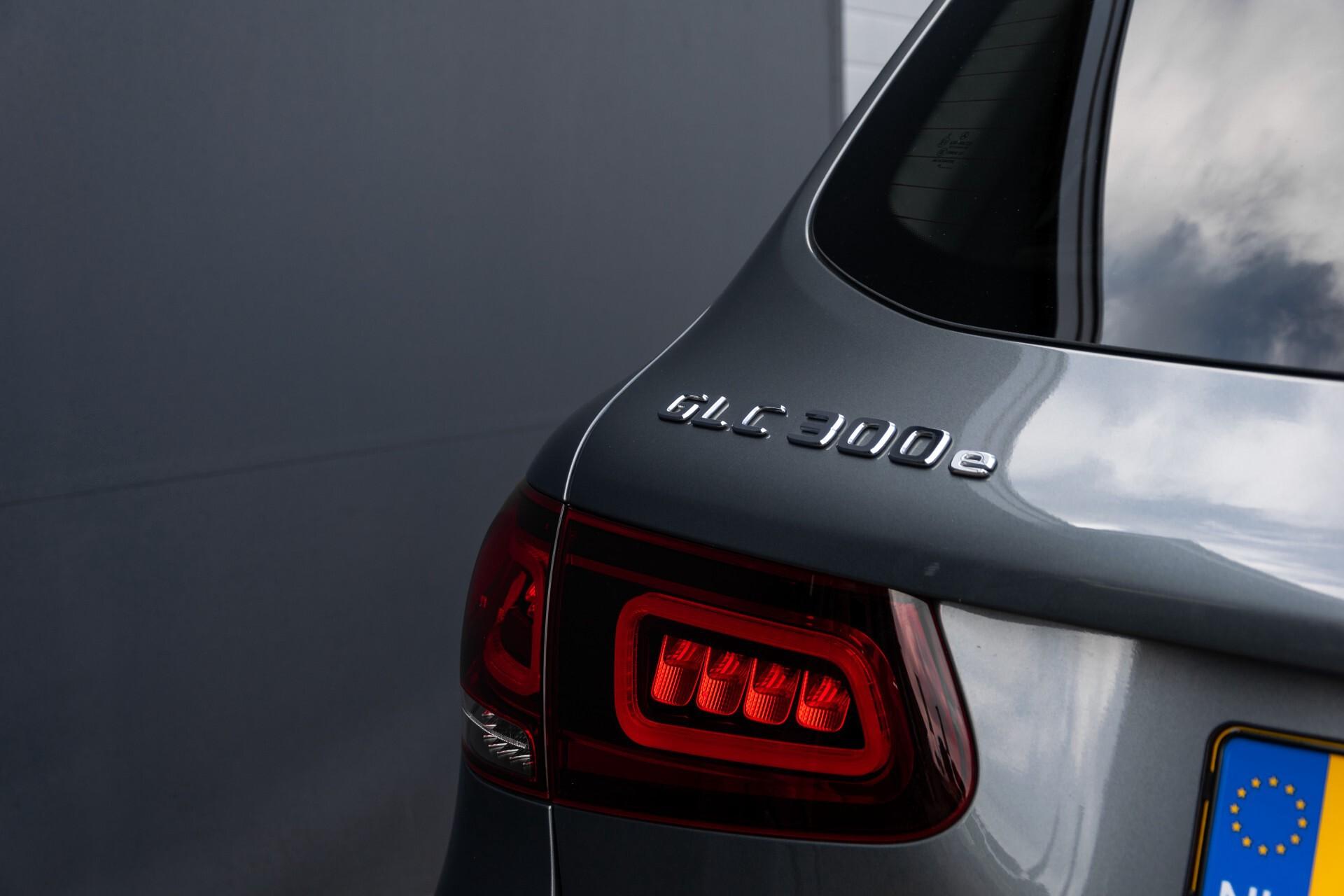 Mercedes-Benz GLC 300e 4-M Luchtvering/Panorama/Multicontourstoelen/Rij-assistentie/Standkachel Aut9 Foto 63