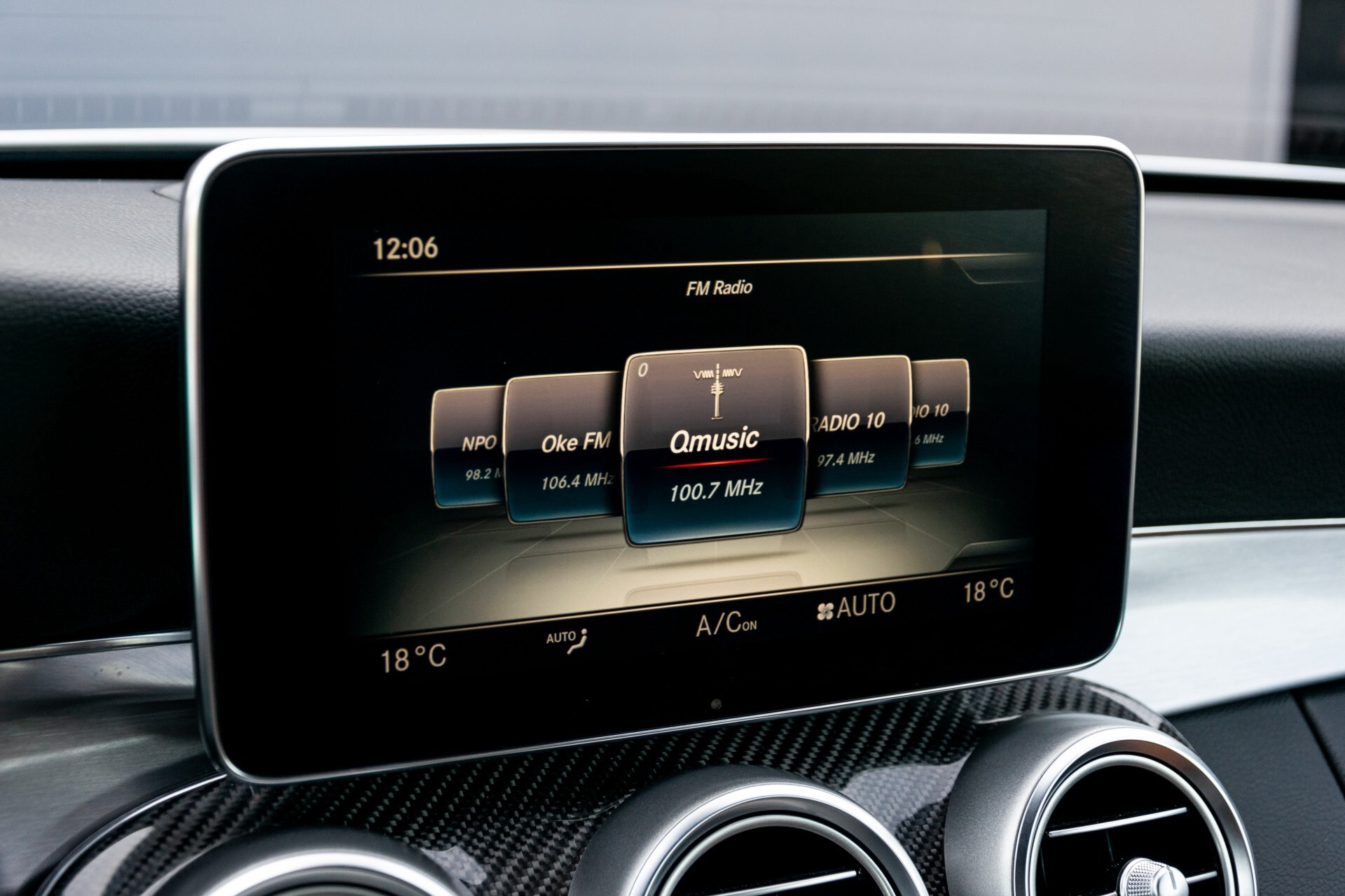 Mercedes-Benz C-Klasse 300 Cabriolet AMG Carbon/Airscarf/Aircap/Comand/Zadelbruin leder/Burmester Aut9 Foto 14