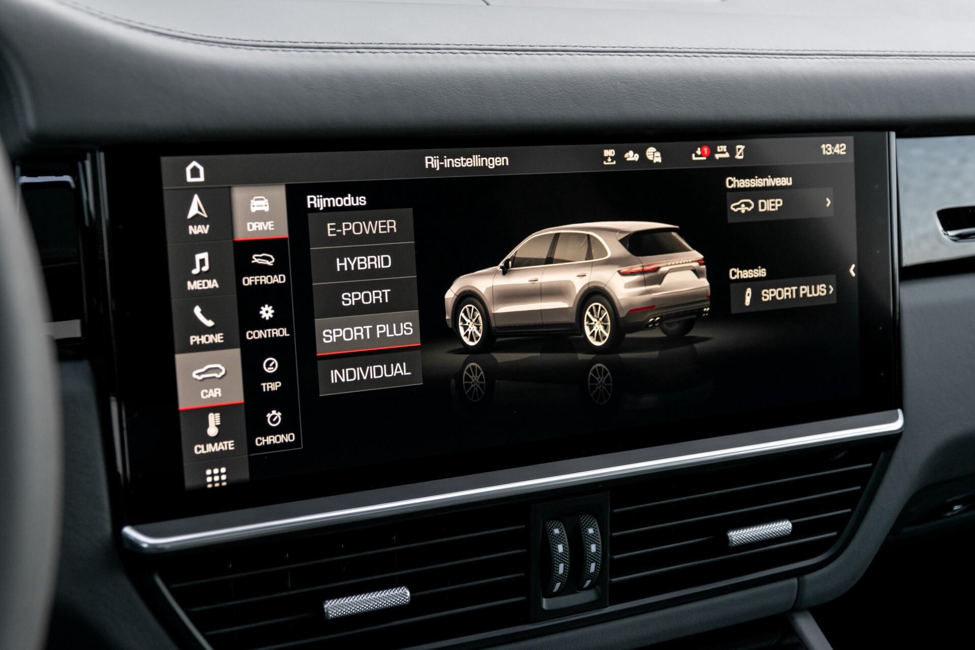Porsche Cayenne 3.0 E-Hybrid Sport Design Luchtvering/Panorama/Adaptieve stoelen Aut8 Foto 19