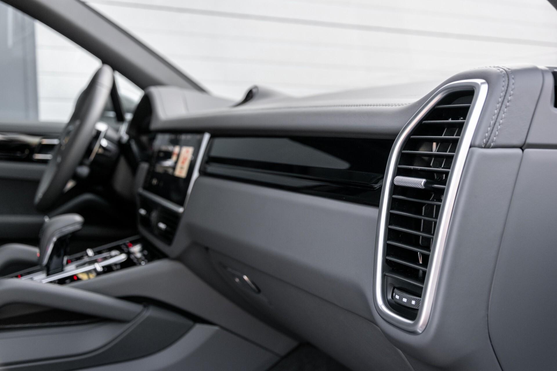 Porsche Cayenne 3.0 E-Hybrid Sport Design Luchtvering/Panorama/Adaptieve stoelen Aut8 Foto 40